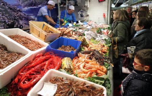 Las empresas del sector pesquero piden al Gobierno una bajada del IVA al 4 %